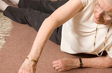 Como evitar quedas e fraturas noidoso?